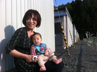 Une maman relogée et son enfant
